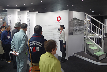 Guided tour of the Daiwa House Industry Central Research Laboratory for shareholders