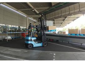 AIを搭載した自動運転フォークリフトを活用し、トラック運行と連携させる共同実証事業を開始